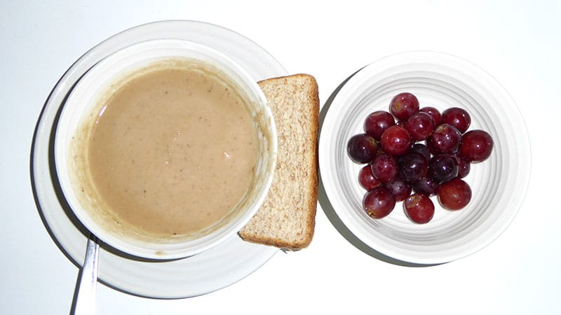 Apple and guava soup, Wholemeal bread, Grapes