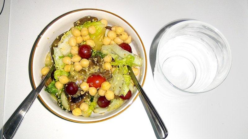 Mushroom and chickpeas salad
