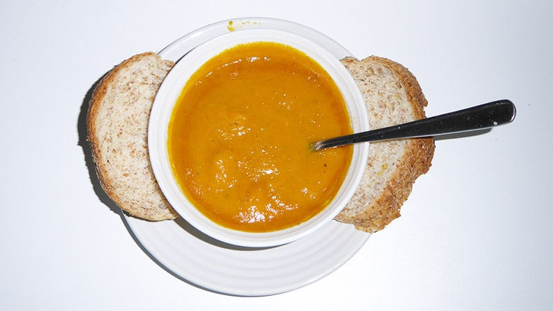 Curry pumpkin soup with bread