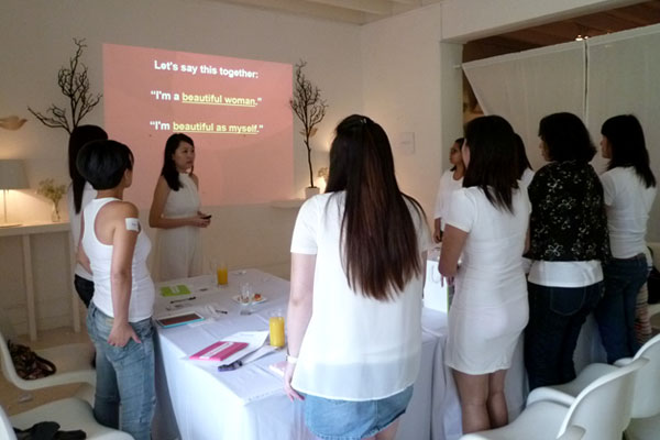 "Dove Camera Confidence Workshop: ""I am a beautiful woman. I am beautiful as myself."""