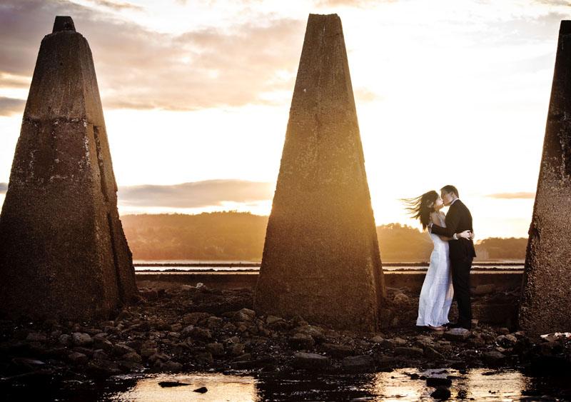 Engagement shoot: Sunset moment (Cramond Beach)