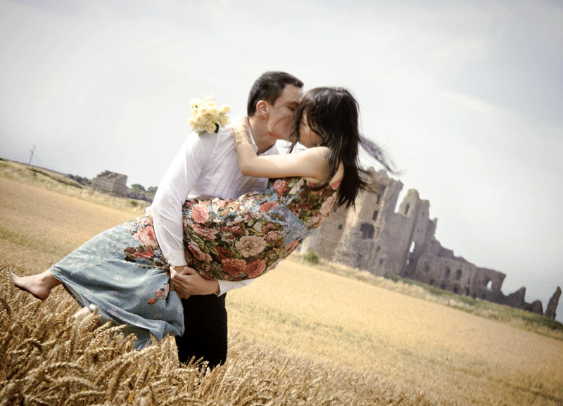 Engagement shoot: In each other's embrace (Outside Tantallon Castle)