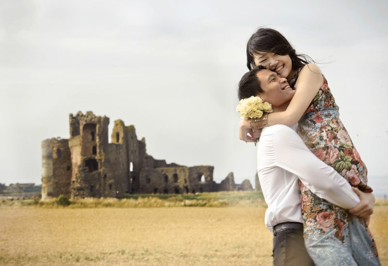Engagement shoot: Outside Tantallon Castle