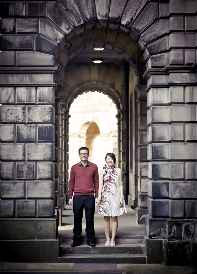 Engagement shoot: Hand in hand, together forever :) (at St Giles' Cathedral)