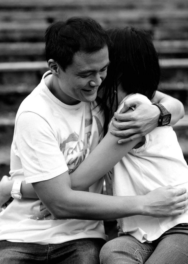 Engagement shoot: A gentle hug