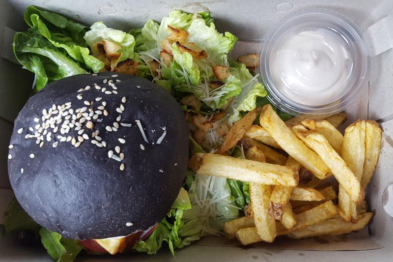 Ubud: Kismet Restaurant, Haloumi Burger