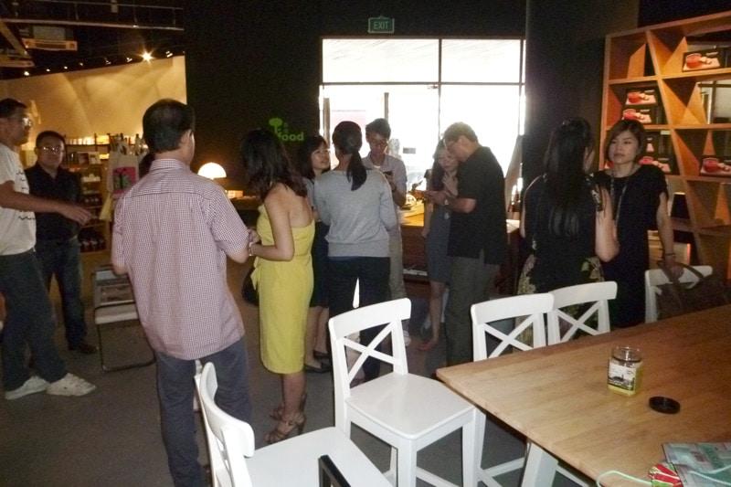 SG PE Readers Meetup: Participants mingling #2