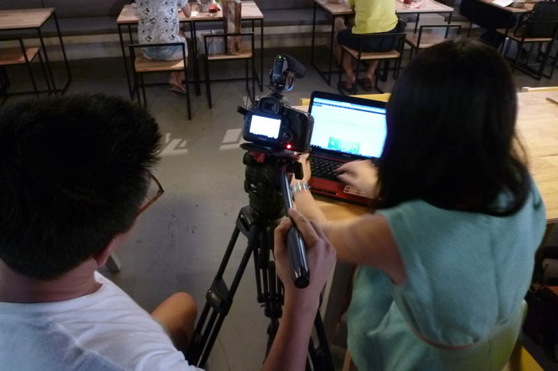 Soul Sisters: Filming in cafe