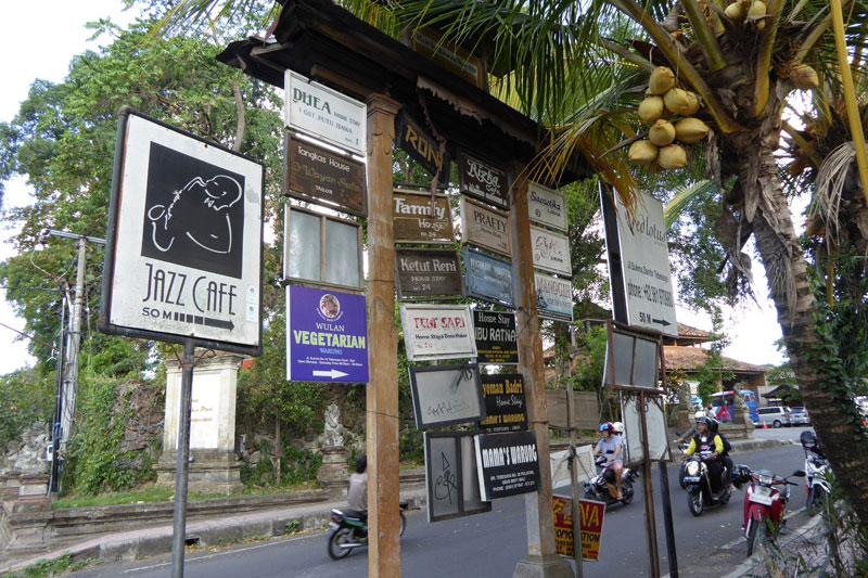 Ubud Center: Signboards of shops