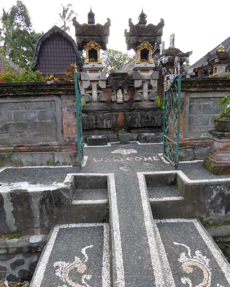 Ubud village: Entrance to a home