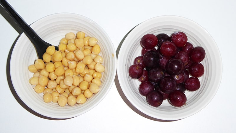 Chickpeas and grapes