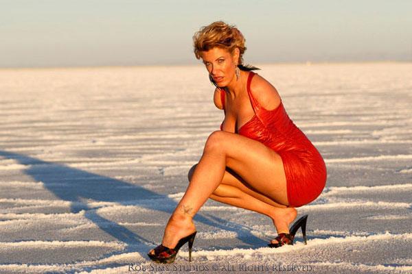 Barbie Thomas, modeling on the beach