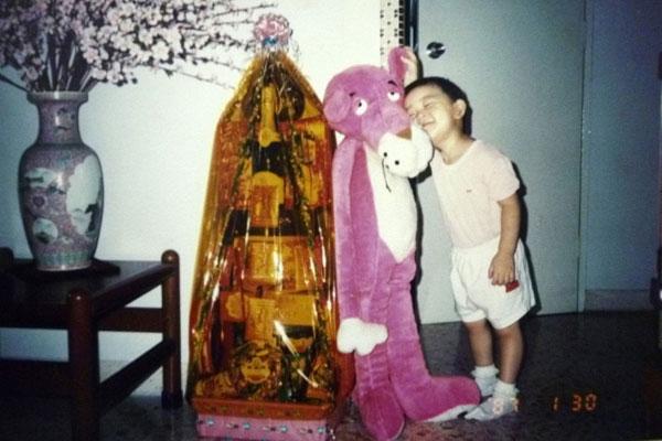 1987: Hugging my pink panther toy
