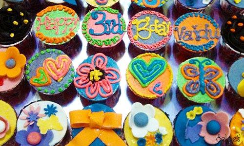 Delcie's Desserts - Customized cakes