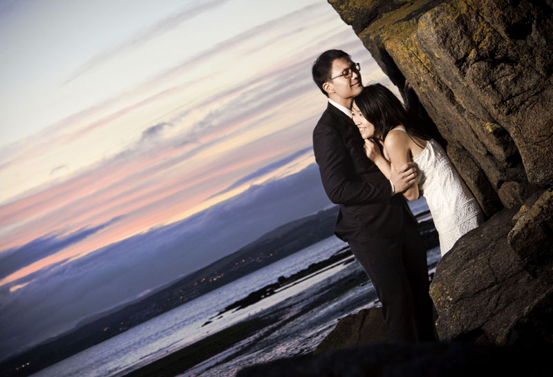 Engagement shoot: At a cliff side (Cramond Beach)