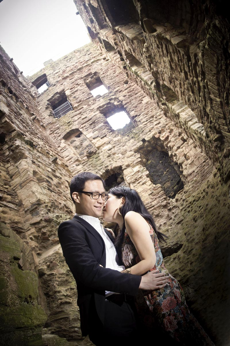 Engagement shoot: In Tantallon Castle ruins