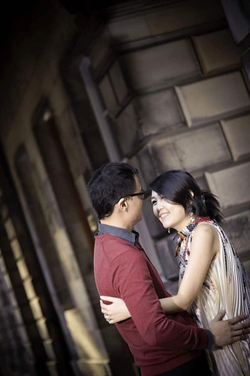 Engagement shoot: Gentle gaze (St Giles' Cathedral)