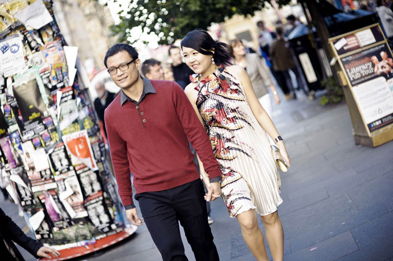 Engagement shoot: Walking on the streets of Edinburgh City