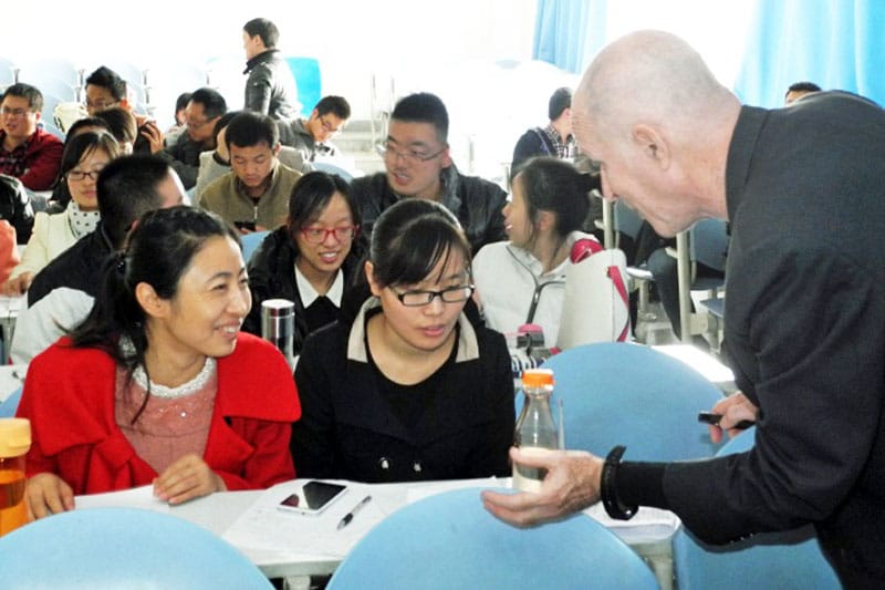 Larry helping Chinese students
