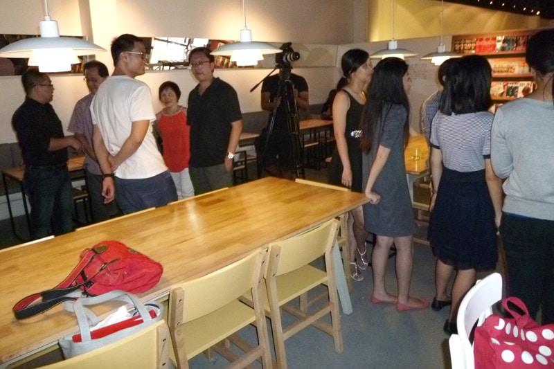 SG PE Readers Meetup: Participants mingling #4