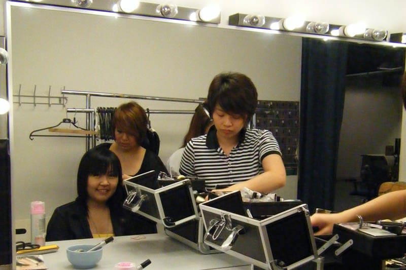 Simply Her Photoshoot (July 2010): Celes at make-up table