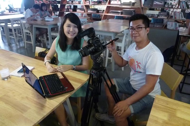 Soul Sisters: Filming in cafe, Celes and Ben